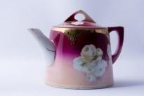Чайник из чайного сервиза.