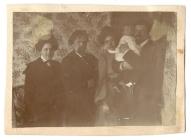 В.И. Суриков с семьей О.В. Суриковой-Кончаловской